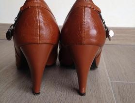 туфлі осінь-весна на підборах