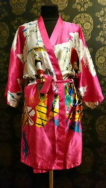 Атласний халат у східному стилі