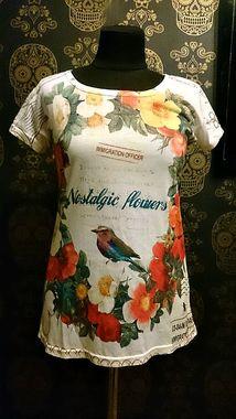 футболка з романтичним прінтом, ідеальний стан