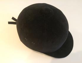 Защитный шлем для занятий конным спортом