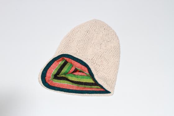 Двостороння в'язана шапочка