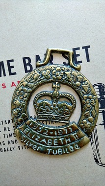 Відкривашка Elizabeth II Silver Jubilee, латунь