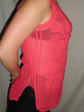 Женская вязанная кофточка
