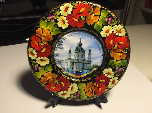 """Тарілка декоративна ручної роботи """"Андріївська церква"""" на підставці"""