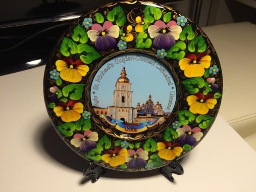 """Тарілка декоративна ручної роботи """"Михайлівський монастир"""" на підставці"""